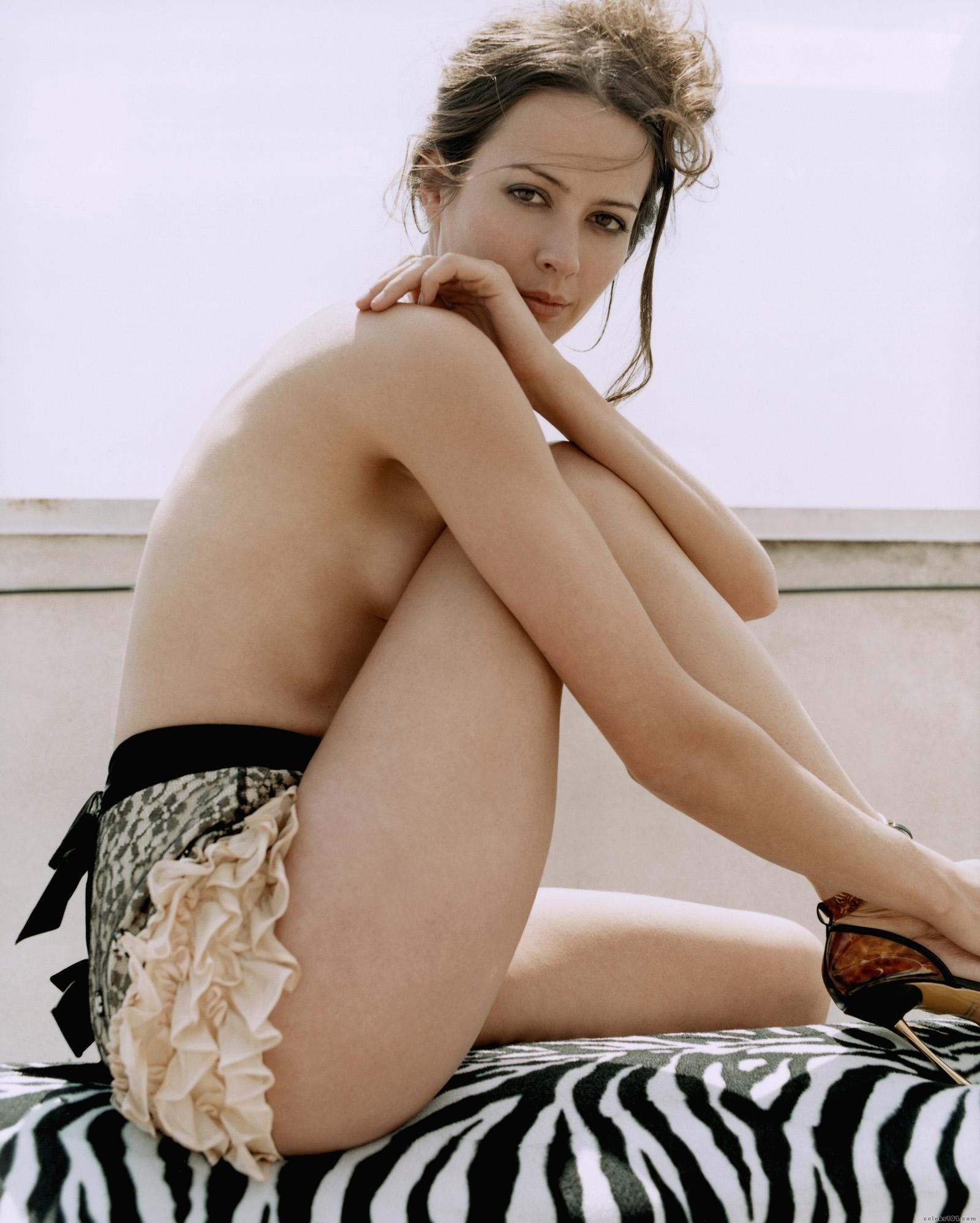 amy-acker-fashion-1-dvdbash-3.jpg