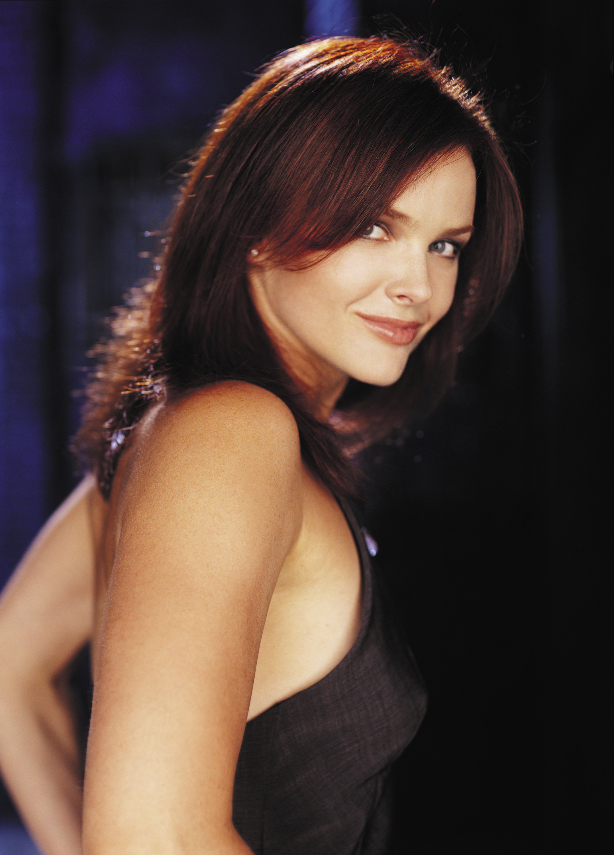 Dina meyer Wallpaper 2 With 2155 x 3000 Resolution ( 804kB )