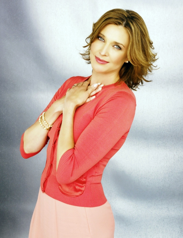 Desperate-Housewives-DVD-S2-Brenda-Strong-Mary-Alice-Young-004-dvdbash