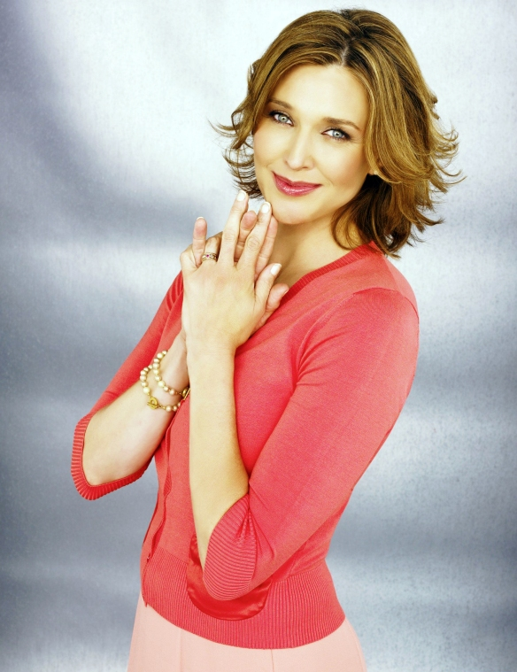Desperate-Housewives-DVD-S2-Brenda-Strong-Mary-Alice-Young-005-dvdbash