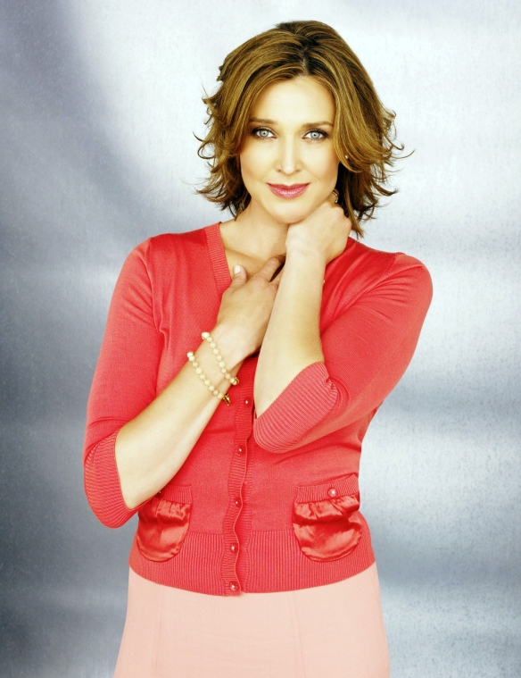 Desperate-Housewives-DVD-S2-Brenda-Strong-Mary-Alice-Young-006-dvdbash