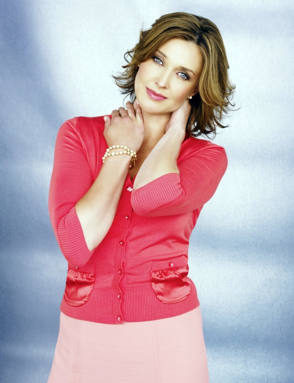 Desperate-Housewives-DVD-S2-Brenda-Strong-Mary-Alice-Young-007-dvdbash