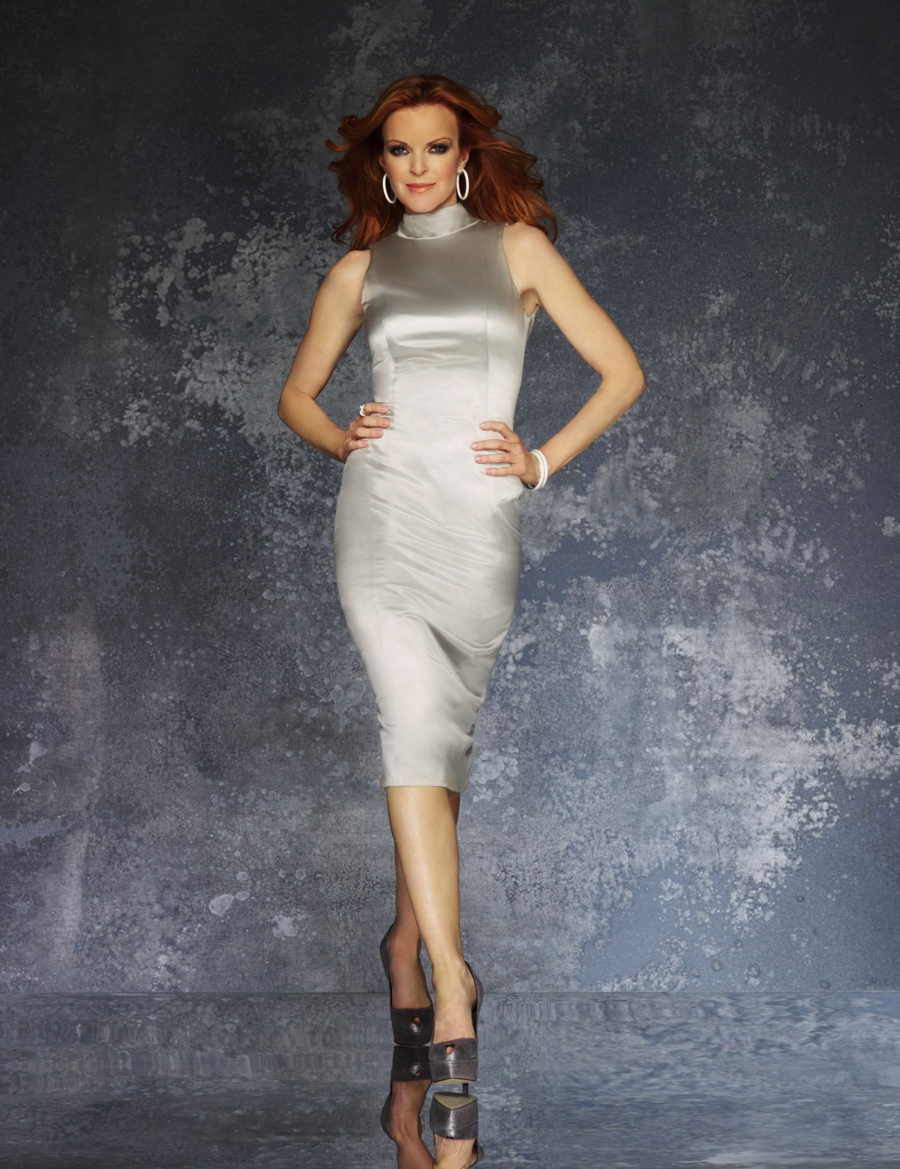 "women stereotype on tv desperate housewives More recently, eva longoria played a conniving latina homemaker who used her looks to advance her agenda in ""desperate housewives,"" and sofia vergara continues to play the role of gloria delgado-pritchett on ""modern family,"" which many prominent latinas argue not only fuels the stereotype that hispanic women are sexy but also loud ."