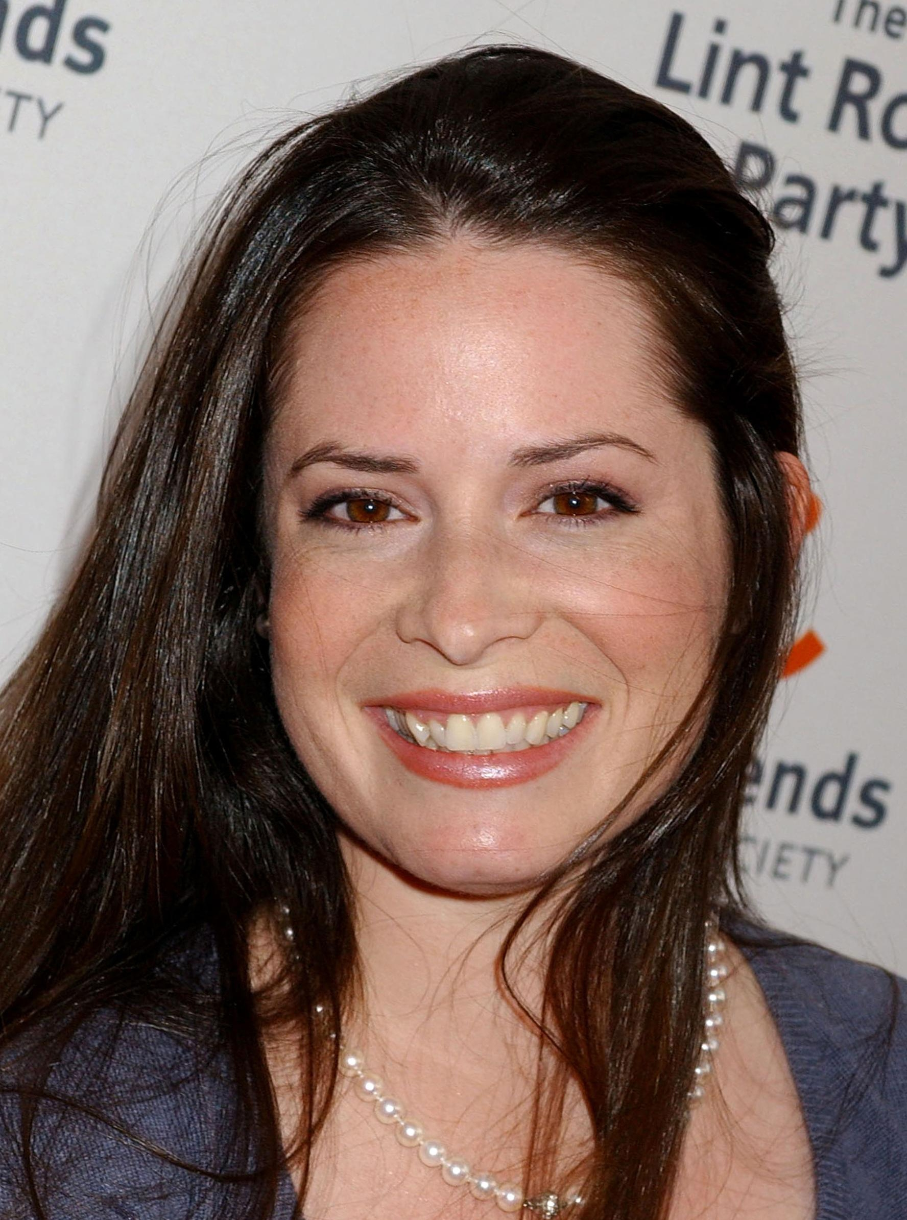 Holly Marie Combs Smile Dvdbash 1 Dvdbash
