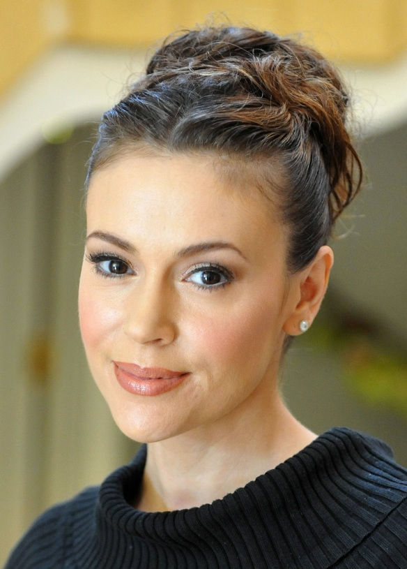 alyssa milano hair bun