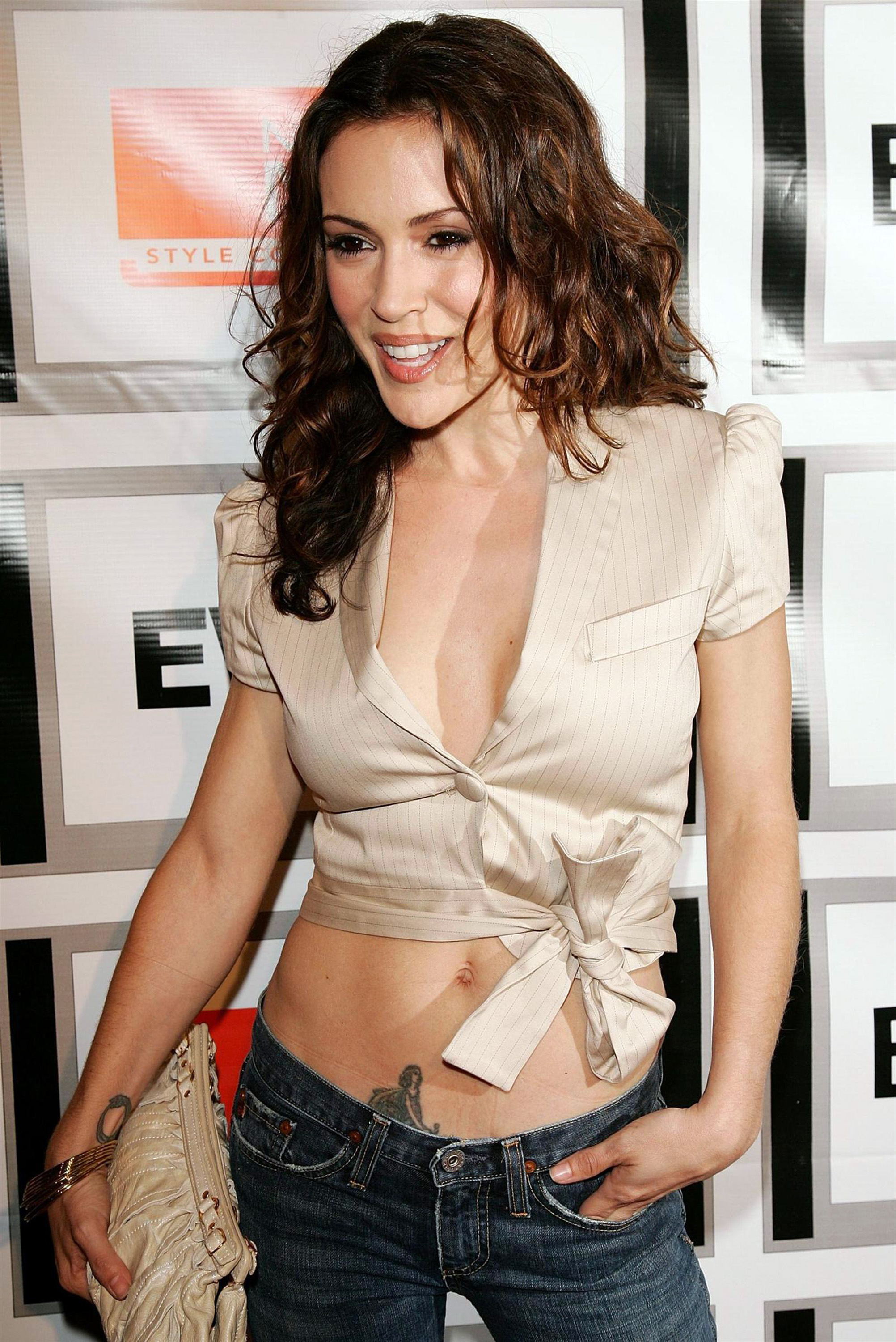 braless Hot Alyssa Milano naked photo 2017