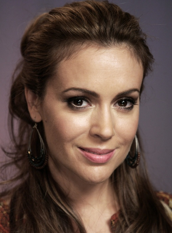 Alyssa Milano look