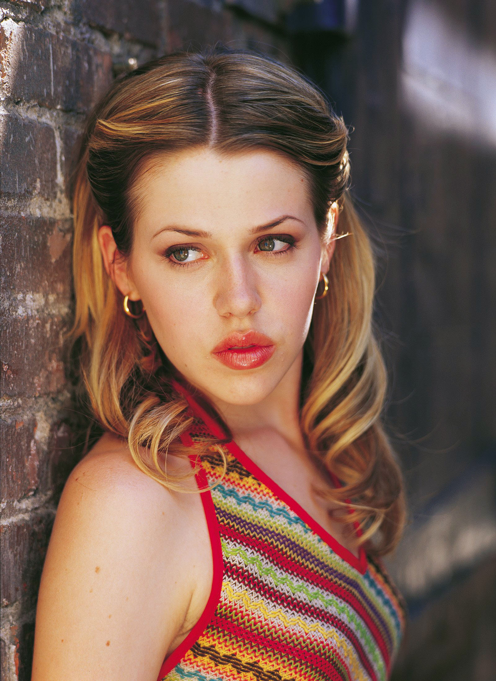 Roswell TV Series, Majandra Delfino as Maria DeLuca (dvdbash.wordpress.com) - majandra_delfino_maria_deluca_wall_dvdbash