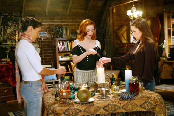 Charmed-Milano-Combs-Doherty-McGowan-Cuoco-Halliwell-hot-girl-dvdbash-wordpress062
