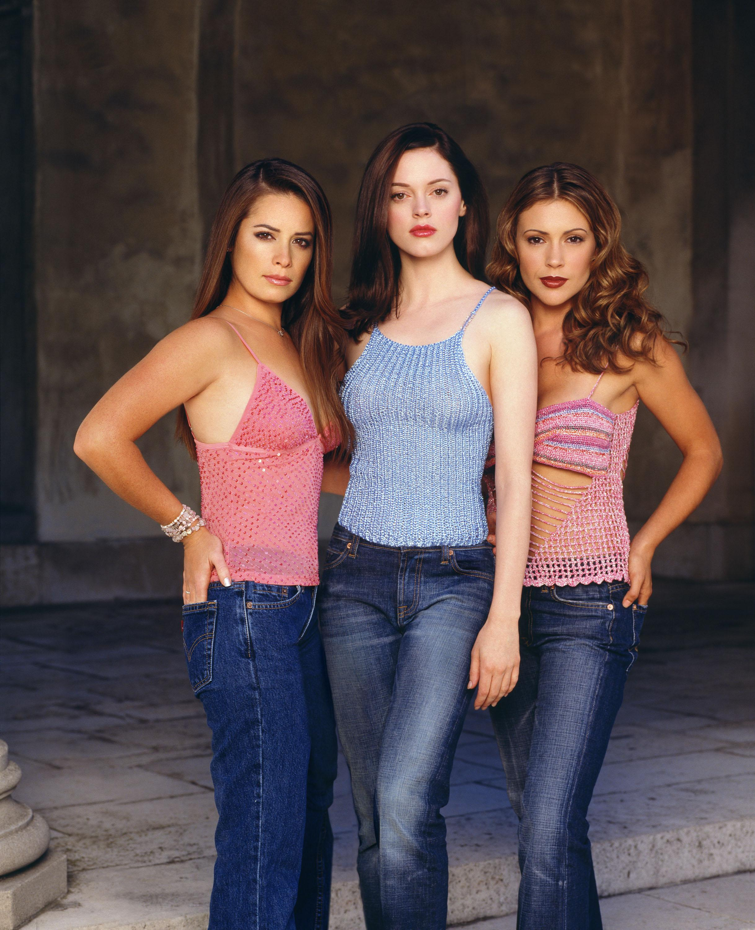 Charmed-Milano-Combs-Doherty-Mcgowan-Cuoco-Halliwell-Hot -5361
