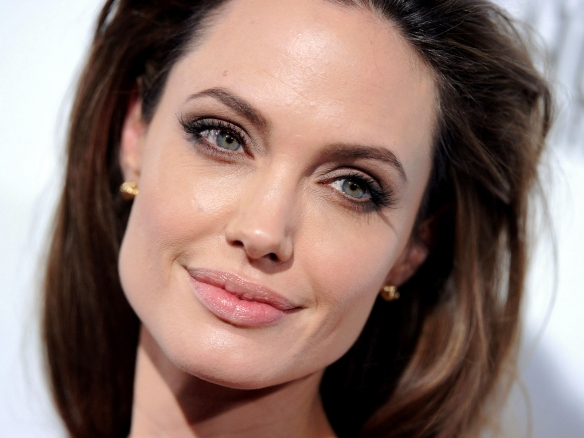 Angelina Jolie - dvdbash.wordpress.com