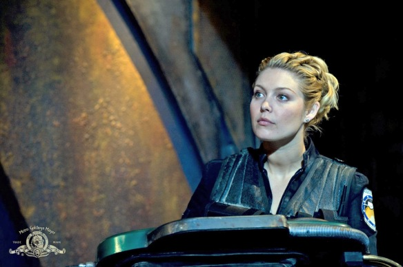 Stargate-Universe-Girls-Alaina-Huffman-02-dvdbash-wordpress