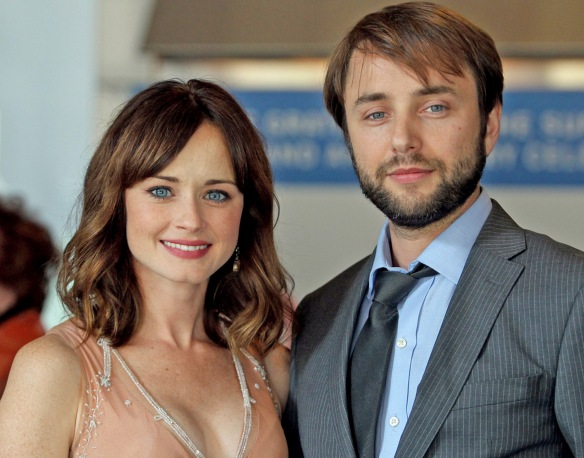 Alexis Bledel engaged to 'Mad Men' fiancé Vincent Kartheiser [dvdbash]