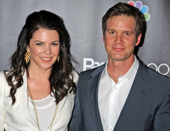 Lauren Graham is dating 'Parenthood' co-star Peter Krause [dvdbash]