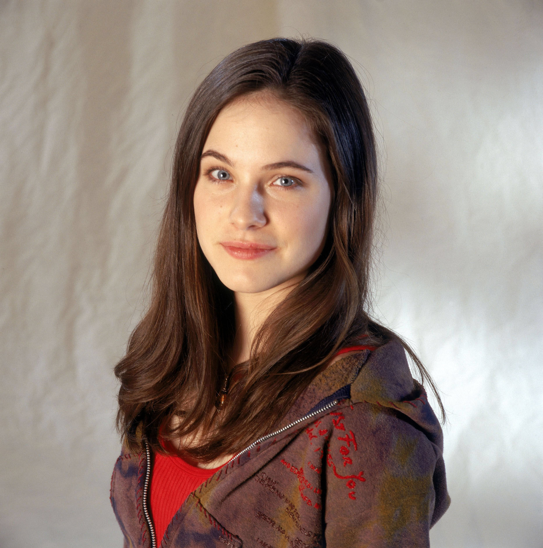 wonderfalls tv series caroline dhavernas promo photos